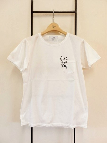 HarrissのロゴTシャツ